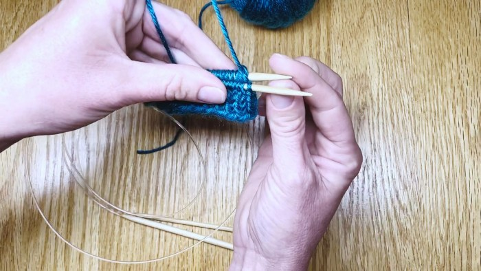 Step 5: Switch needle sizes when knitting in the Magic Loop - a lesson from Liz Chandler @PurlsAndPixels.
