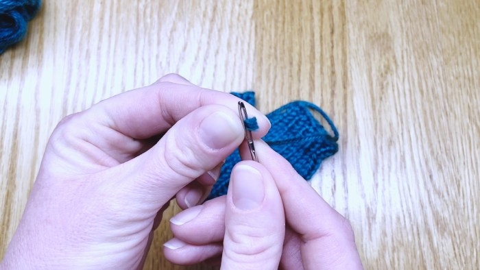 Step 1: Weave in the loose end at the base of a fingerless glove thumb - knitting lesson with Liz Chandler @PurlsAndPixels.