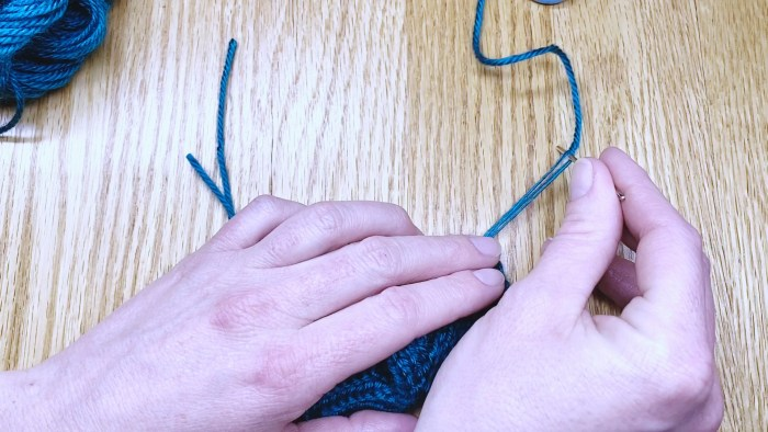 Step 14: Weave in loose ends at the bind off edge of fingerless gloves in this lesson with Liz Chandler @PurlsAndPixels.