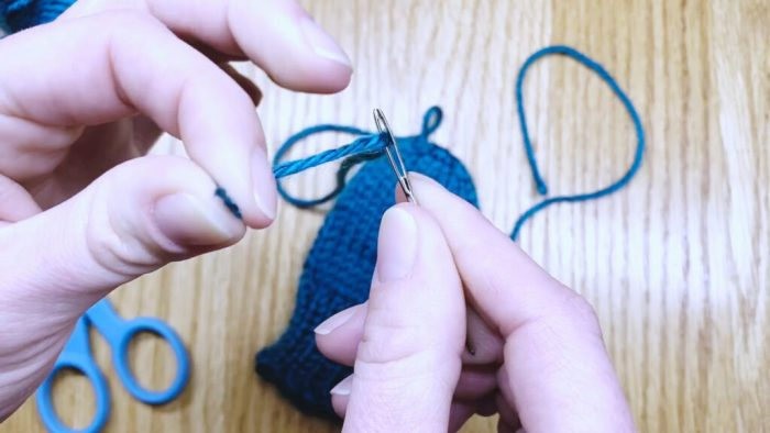 Step 1: Weave in the yarn tail to finish mitten fingertips a knitting lesson with Liz Chandler @PurlsAndPixels.