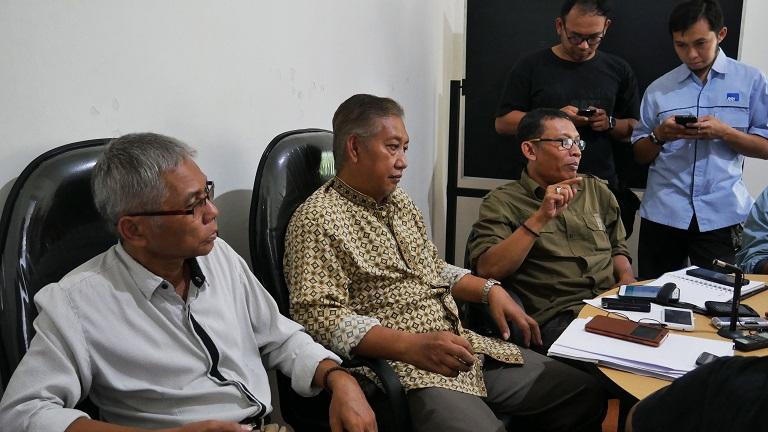 Didik Wahyudiono Juru Bicara Tim PAM memberikan keterangan pers di sekretariat TIM PAM (1)