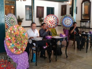 Perwakilan Puro Mangkunegaran, Didik Wahyudiono memberikan informasi kepada pers di Prangwedanan, (8-08-2017)