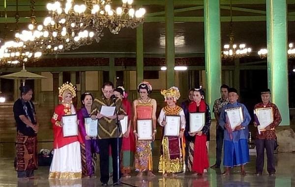 Sri Paduka Mangkunagoro IX menutup Festival Payung Indonesia 2017