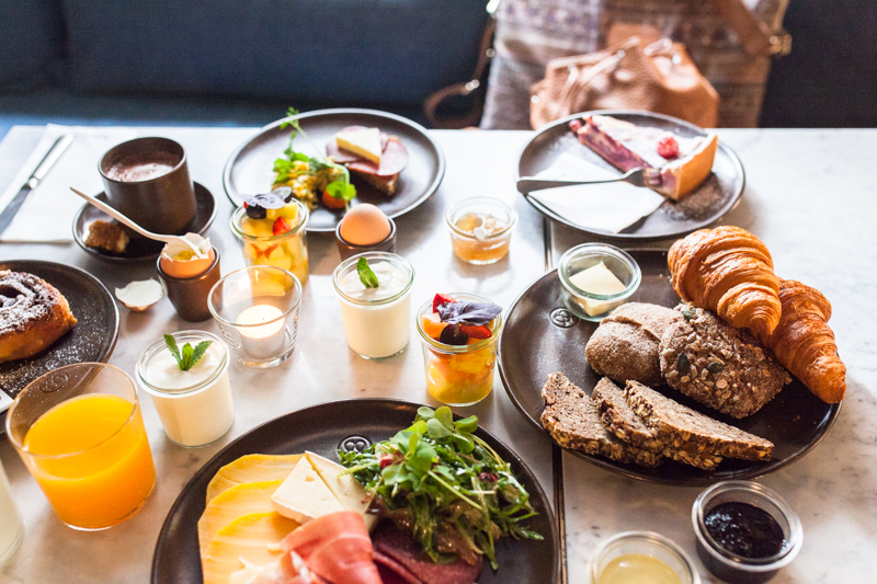Looking for a good breakfast spot in Hamburg City Center? Let me give you an insider tip and enjoy warm, homemade 'franzbrötchen' – cinnamon buns the Northern style – and other breakkie goodies at Cölln's Mutterland. #hamburg #restaurants #best #food #breakfast #cityguide