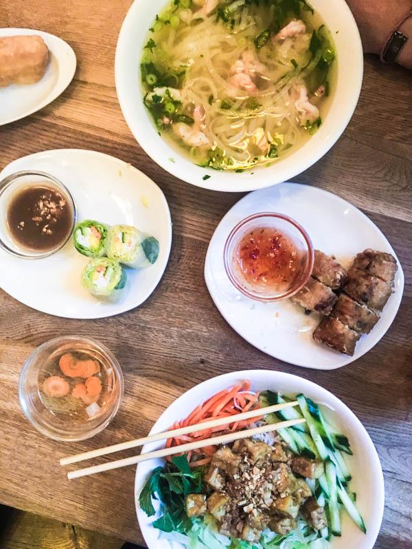 Traditionelle Vietnamesische Straßenküche im Quan Do in Hamburg