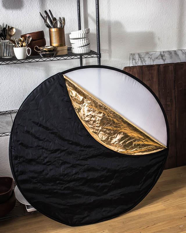 Faltreflektor mit schwarzer, goldener, silberner und weißer Oberfläche