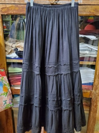Mexican black skirt with points 1337
