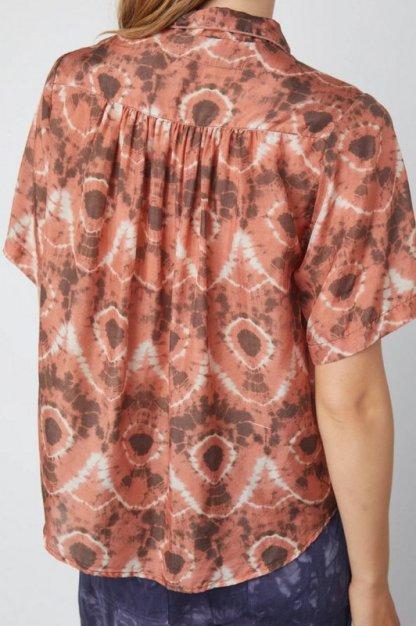Raquel Allegra Dainty Collar Blouse Print Y214-8534 Tangerine Tie Dye Lac