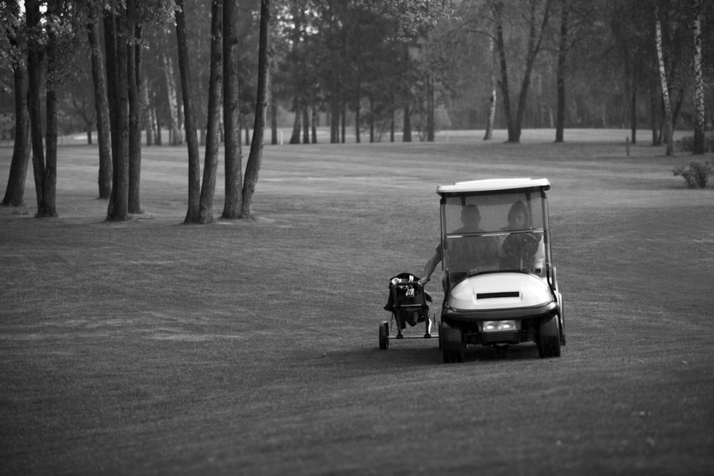 Police chase goes through golf course