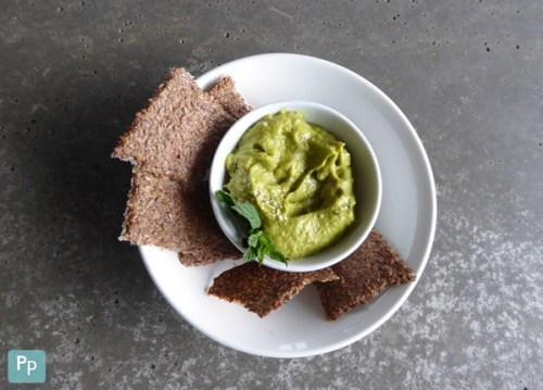 Guacamole mit Leinsamen Cracker