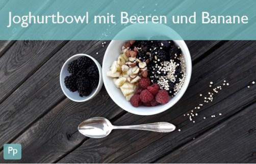 Joghurtbowl mit Beeren und Banane