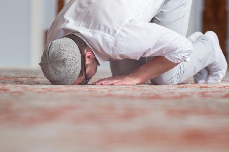 Ayat Tentang Sifat Sholat Orang Mukmin Dalam Al Qur'an