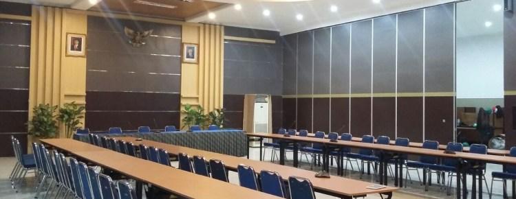 Partisi peredam sebagai penyekat ruang meeting