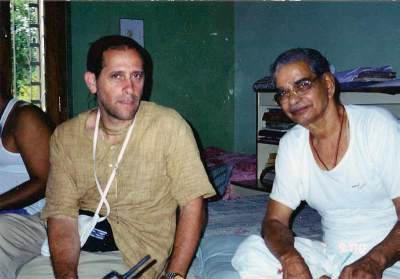 P15_Udaipur-2000-discussing-art-with-BG-Sharma