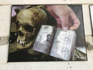 Kemiklerin yanında bulunan kimlik