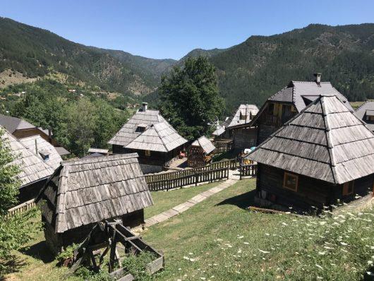 Emir Kusturica' nın Sırbistan'daki film platosu Mokragora' dan manzara