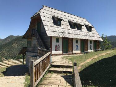 Mokra Gora Emir Kusturica nın plato şehridir.
