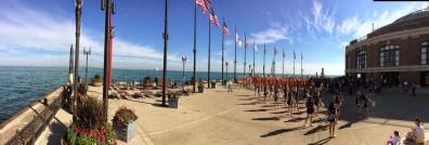 A la pointe du Navy Pier, fanfare + majorettes + pompom girls de l'Université de l'Illinois