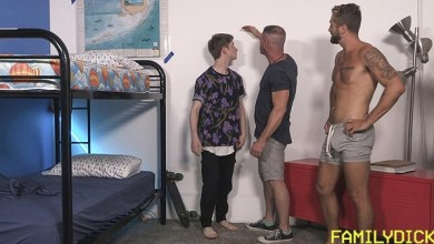 Photo of Incesto Gay – Papai medindo como seus filhos Cresceram – Wesley Woods, Michael Reid & Felix Maze