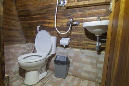 Bathroom Lower Deck Maipa Deapati Liveaboard