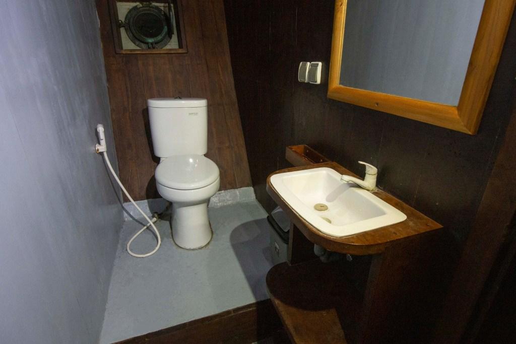 Batroom Upperdeck Cabin