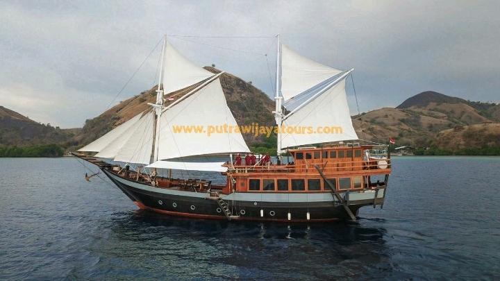 Charter Boat Sewa Kapal Sipuliang Dua Labuan Bajo