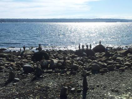 It looks like birds on those rocks but no...they are rocks balanced!