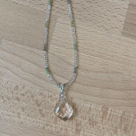 necklace prosperity, crystals prosperity, green crystals, peridot necklace, ottawa healing