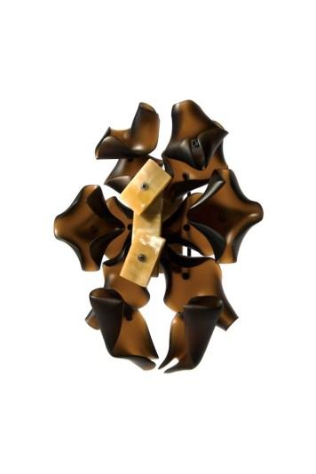 "Hansel Tai ""Soul Mating VIII"", brooch – cow horn, acrylic, silver 925′"