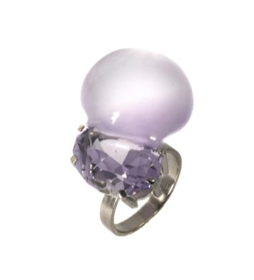 "Julia Maria Künnap, ring ""Bubble Gem IV"" - amethyst, white gold. Photo - J.M. Künnap"