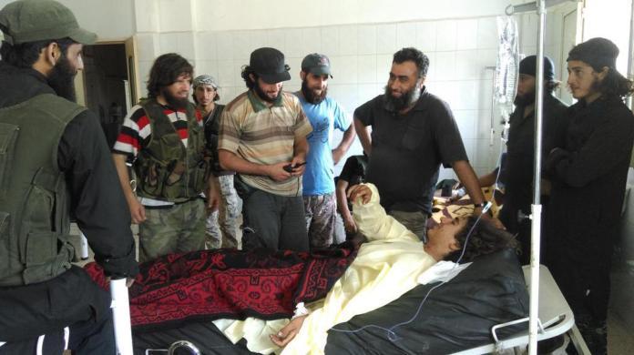 Vojni lider Ahraru Sama u posjeti ranjenim borcima