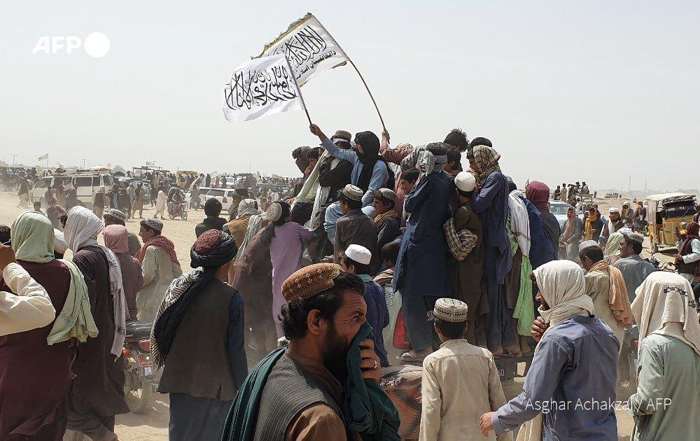 Narod proslavlja dolazak talibana
