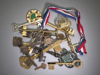 sleutels_van_verschillende_steden_geschonken_aan_de_stad_amsterdam_1900-1999