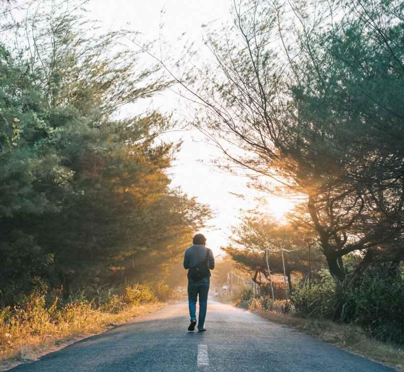 gelukkiger-gezonder-leven-coronatijd-wandelen-puurvangeluk