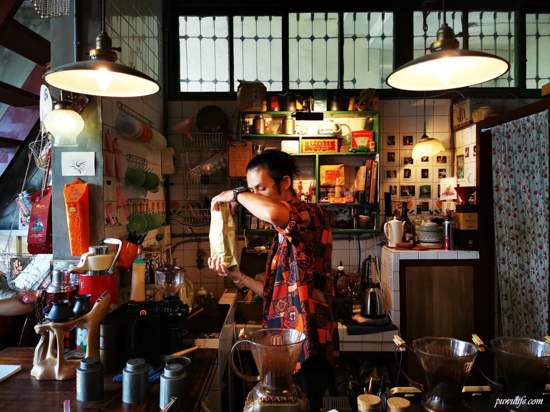 台南秘氏咖啡|永樂市場二樓,九龍城寨風格咖啡
