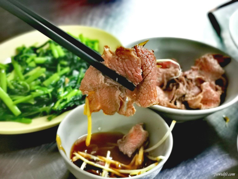 【新鮮牛肉湯】台南東區。東門路牛肉湯.蔬果熬煮湯底.點牛肉湯附肉燥飯