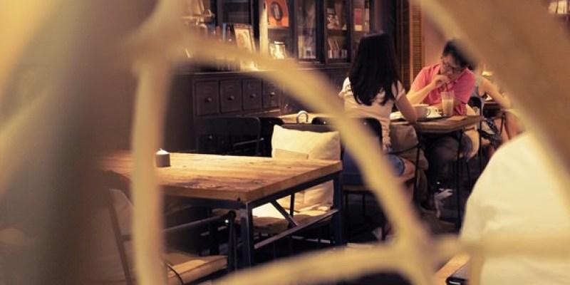 【PURR's Cafe】大安區。彷彿踏進歐洲舊貨倉庫~姊妹大愛的聊天基地♥
