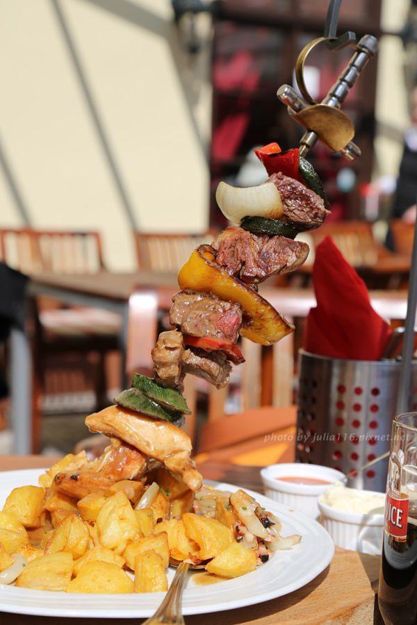 【捷克自助】布拉格推薦美食!Restaurant Konírna大份量雙人綜合烤肉串❤
