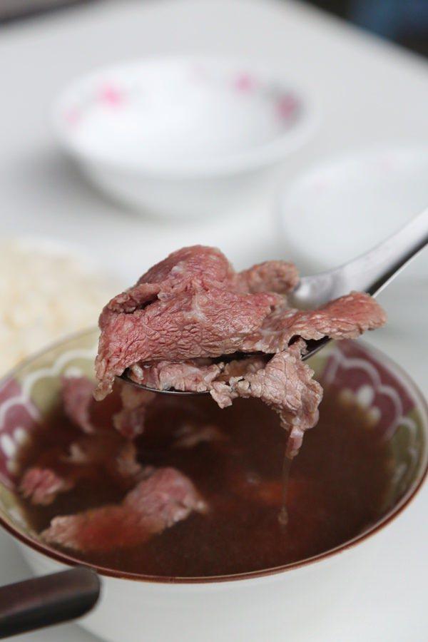 台南中西區人氣牛肉湯大車拚:六千牛肉湯 康樂街牛肉湯 石精臼牛肉湯
