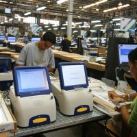 Ecuatorianos votarán con máquinas venezolanas