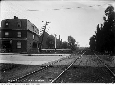 1910-sa-maybe earlier-Dunn-ave-crossing-looking-east-august-1914