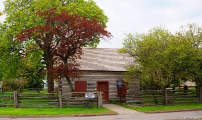 Dufferin St (129)