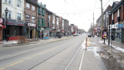 r 400 Roncesvalles Ave
