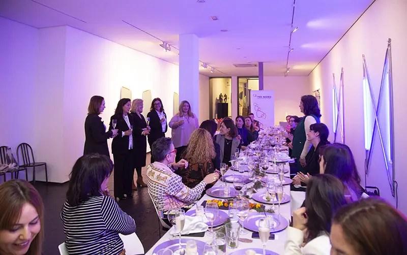 Brindis de la Junta de PWN Madrid, Fátima Guadamillas y las asistentes al evento