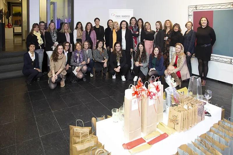 Mujeres_profesionales_almuerzo-de-Navidad