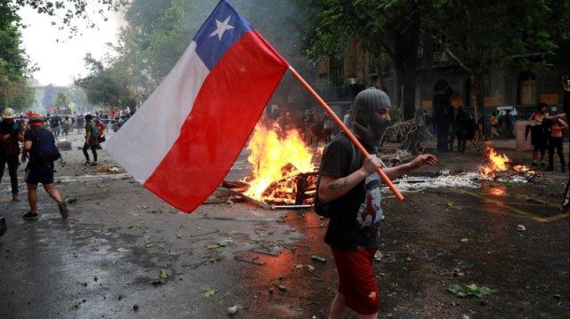 Los bahienses pararon la pelota para poder analizar el conflicto social en Chile