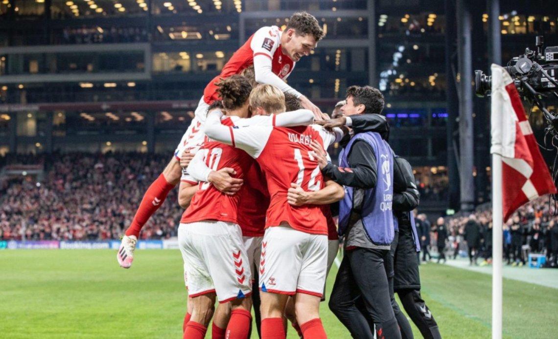 Dinamarca se convirtió en el tercer clasificado al Mundial de Qatar