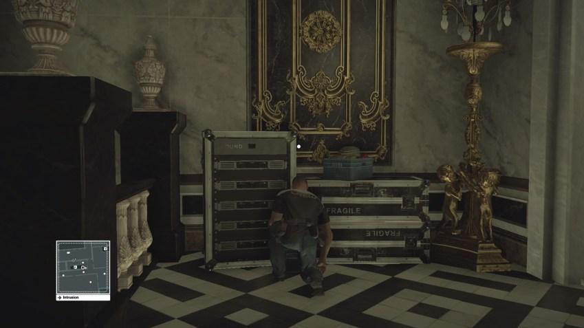 Un membre de l'équipe technique seul dans les escaliers... hum.. tentant...