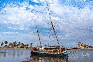 Goélette au chantier naval de Belo sur Mer, Madagascar