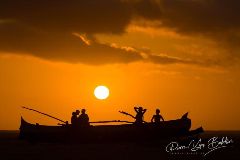 Coucher de soleil sur une pirogue